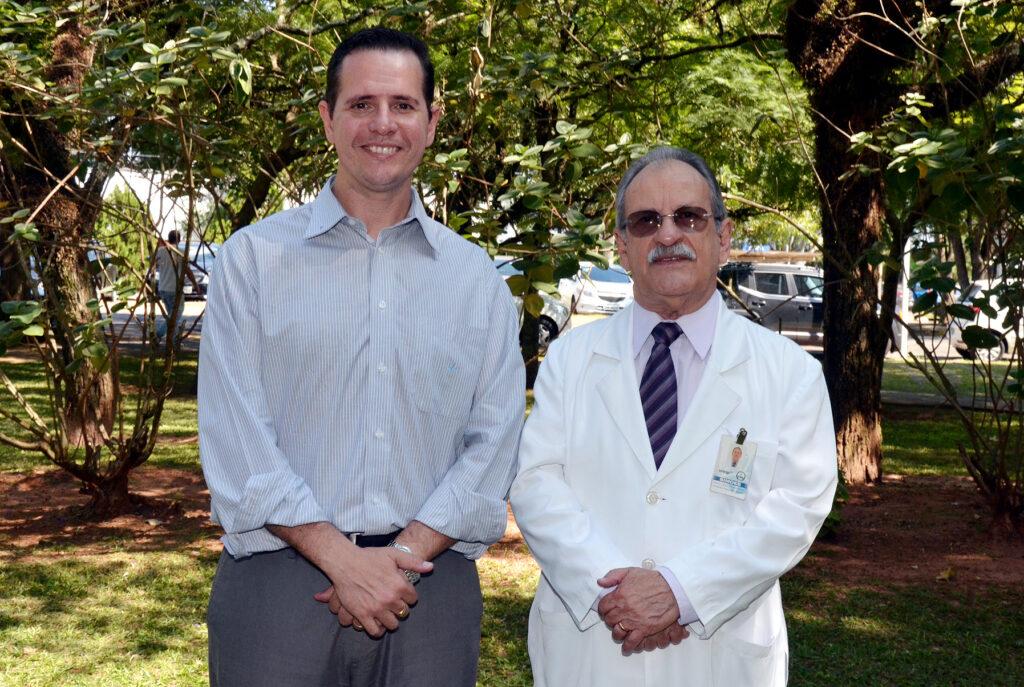 Dr. Gil (atual responsável pela disciplina) e o Prof. Simões
